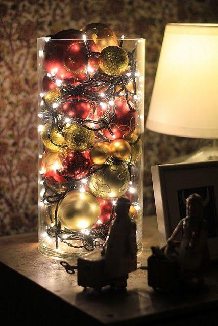 Decoratiune globuri si lumini