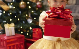 family-christmas-fun_1920x1200_75475-1024x640
