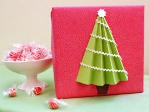 original_Morgan-Levine-tree-gift-wrap-beauty_s4x3.jpg.rend.hgtvcom.1280.960