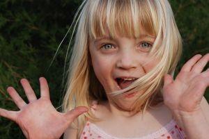 girl-smiling-5-1158465-m